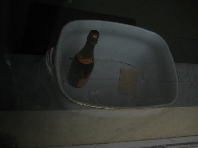 Fles in SchaaL in AmsterdaM>< [c] Sattva Leevhi BrowN Alexander KorsmiT ArchivE